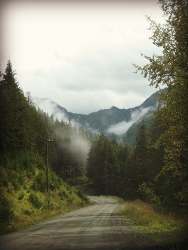 Dirt road to Sandon, BC